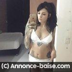 Jeune tatouée brune veut tester la baise anale